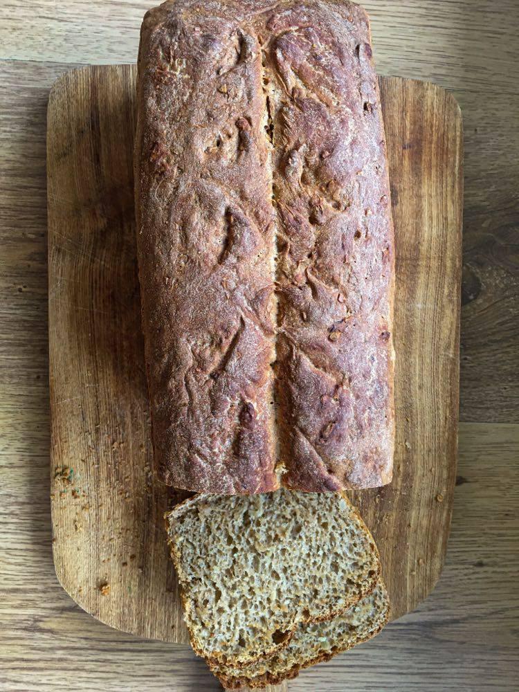 Przepis na prosty, domowy chleb.